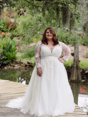 Sydney's Closet - Wedding Gown Cheryl Lynn - Aline silhouette with sleeves